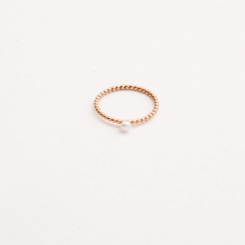 Charlotte-Wooning-ring-pearl-pearl-dejavu