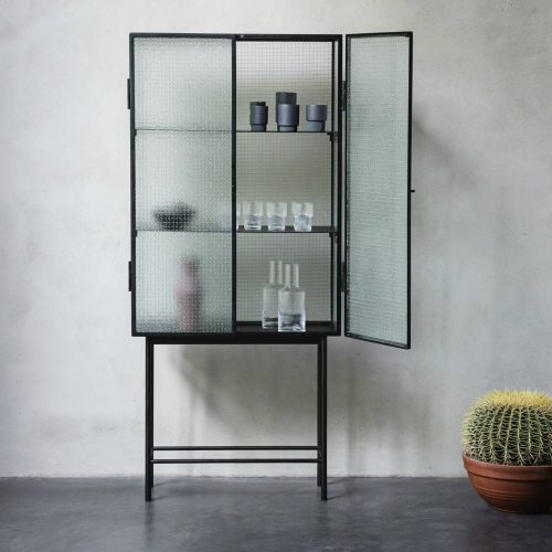 ferm-living-kast-haze-vitrine-zwart-metaal-glas-70_dejavu
