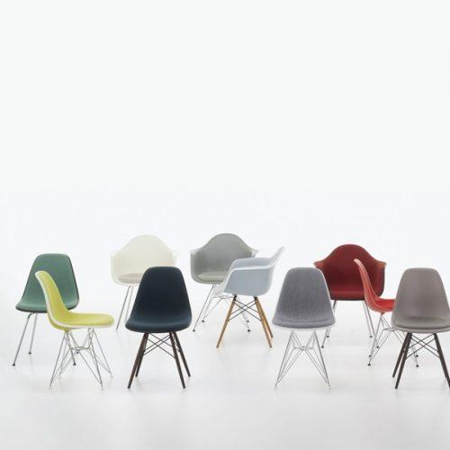 vitra_eames_plastic-chairs-sfeer_dejavu